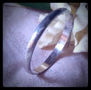 Vintage Sterling Silver Etched Hinged Bangle